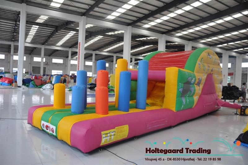 Lavprisafdelingen Beach challenge hoppeborg med slide og biff´n bash str. 9 x 3 m.